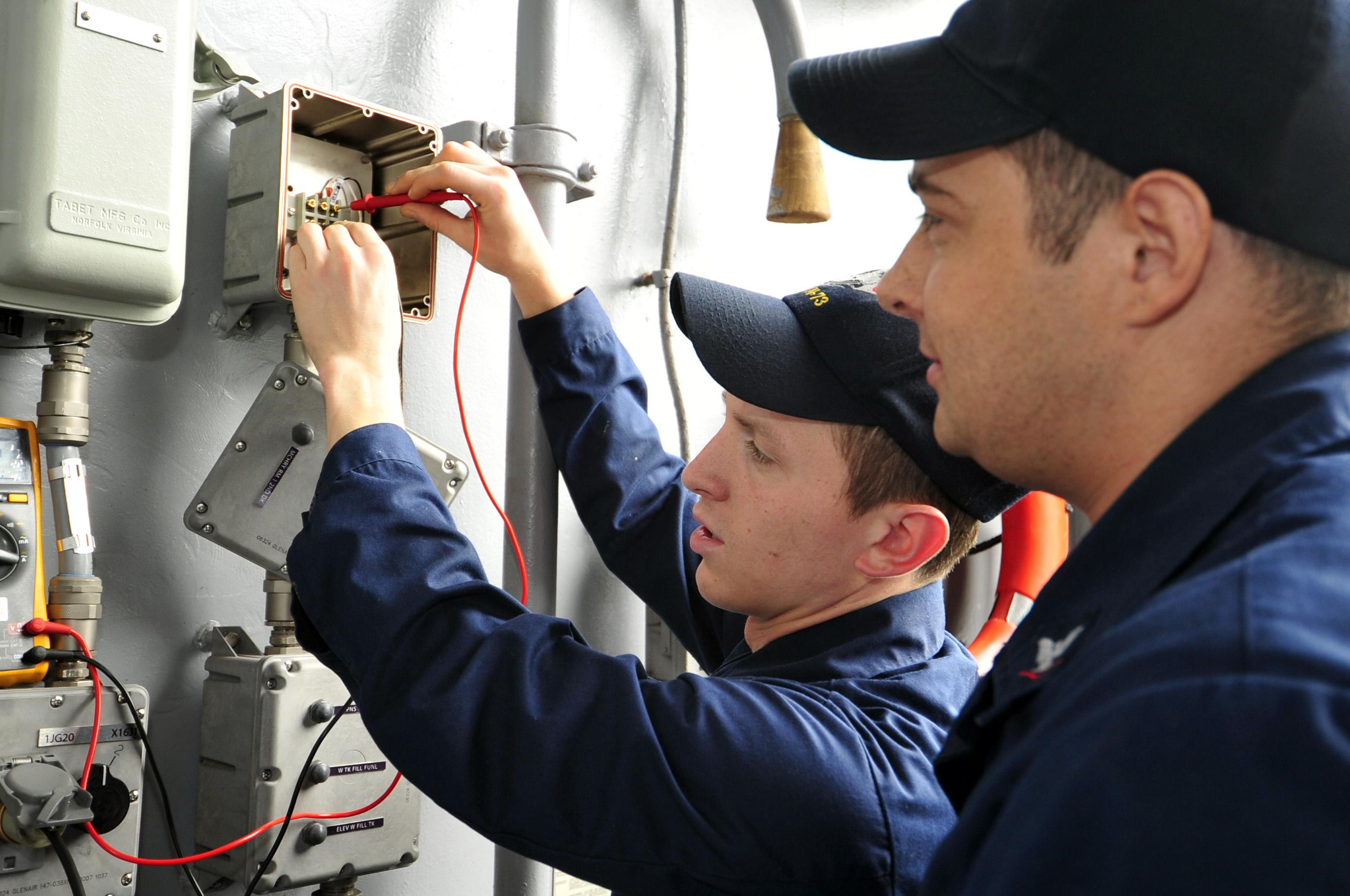 Tout savoir sur l'habilitation électrique - Interfor Formation Continue